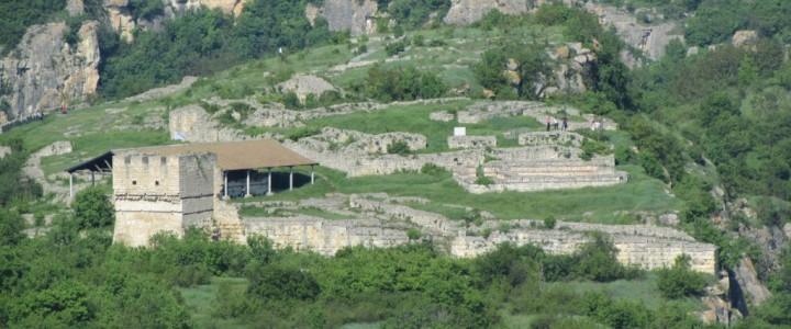 пещера Орлова чука и крепостта Червен