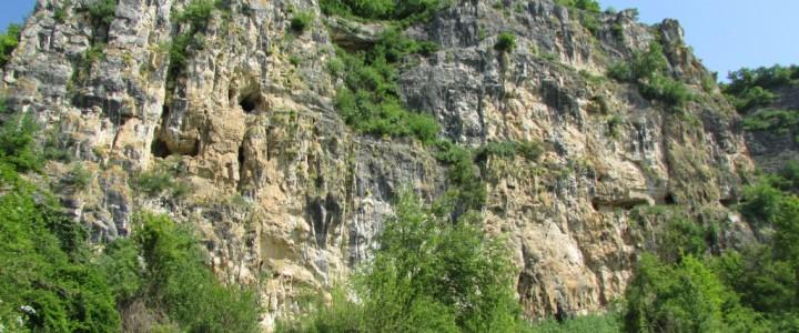 с. Нисово – скални манастири, гробище пораждащо спорове и хубави емоции…