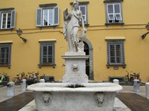 41.Lucca