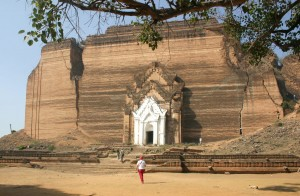 1024px-Mingun-Pagoda-Myanmar-01
