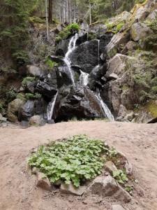 10.Kasak waterfall